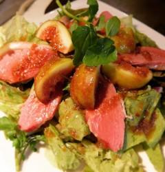 フレッシュいちじくと合鴨スモークのサラダ