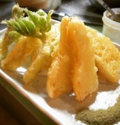たけのこと山菜の天ぷら