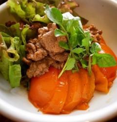 トマトと牛肉マリネの焼きサラダ