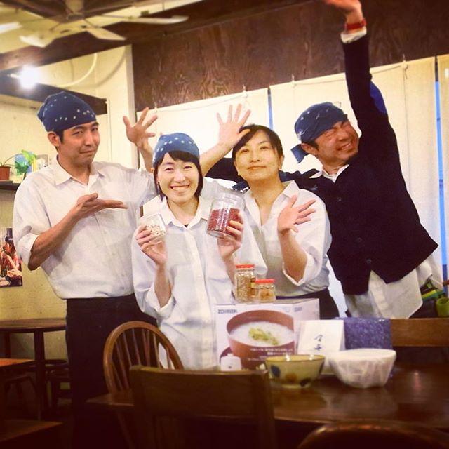 ご報告!本日、誕生日&入籍をいたしました沼田です。名前は変わりますが、通称ぬまっちで、今後ともよろしくお願いします!店長&おかやんからは、おかゆメーカーと、お洒落なペアどんぶりを、なべさんからは、美味しそうな和菓子をいただきました。お祝いの気持ちが本当に嬉しかったです・・・ありがとうございます!目指せおかゆマスター︎(ぬ)