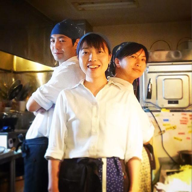 さてと弥生三月!いよいよ本日から本採用で当店キッチンはまた三人体制復活!新スタッフはヨシトミさん(通称トミー)!またしてもほぼ素人新人ではありますが、人柄のよさは一級品!三人で力を合わせてお願いします!…って、だからそのポーズなに?なんなの?(笑)(お)