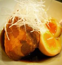 豚の角煮(半熟玉子添え)