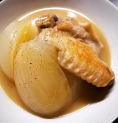 鶏の手羽先と新玉ねぎのスープ煮