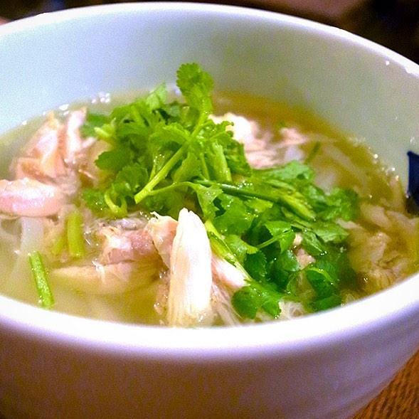 さてと今週のとっておきメニューは先週に続いて麺!おなじみ「フォー・ガー」!(ベトナム風鶏うどん)今週もみなさんつるつるお召し上がり下さいな!(笑)(お)