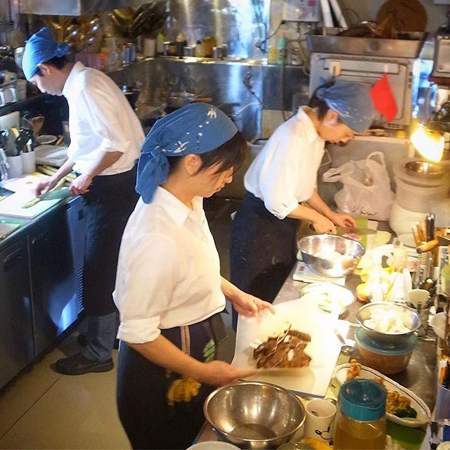 キッチンスタッフが忙しいのはこの時期に限らず年がら年中な訳ですが(苦笑)、えぇ、もちろん3人して着々と仕事を進める12月の午後(お)