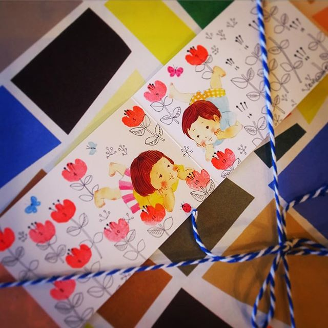 さてと週明けお伺いしたのはおなじみ「よもぎBOOKS」さん…ちょっと個人的にクリスマスプレゼントをと絵本を取り寄せていただきラッピングまでしていただきました!と、ポイントカード作りましょう!とすてきなカードはお花のポイントスタンプ!と、いや、結構買ったので13も花が咲きました!あぁ、おじさんだけとちょっとそうゆうのうれしいね(笑)(お)