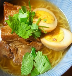 ベトナム風角煮ラーメン
