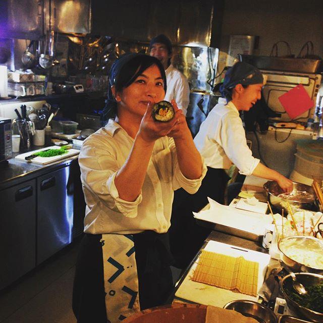 バズーカじゃないですよ、春の恵方巻、1本目完成です!ワッセワッセ!としゃかりきに作ってます、お寿司屋さんみたいな寿司桶で作ってますので、たくさんあります。みなさん恵方巻ナイトぜひどうぞ!(うめ)