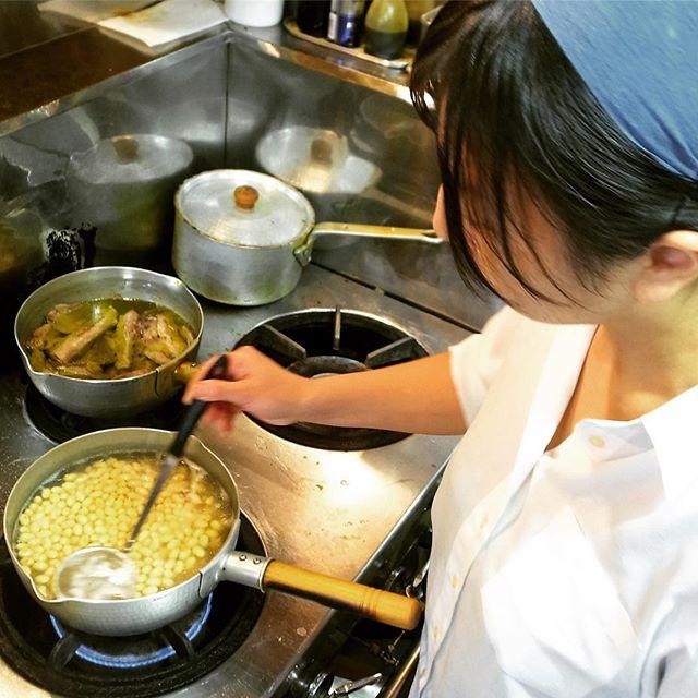 さてと節分ですよ!と店長ミヤザキ、初の「恵方巻きちょこもり」のために先日深夜は豆を煮たりしておりましたね〜…楽しみですなー!(お)
