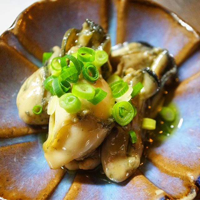 小さいけれど冬の至福は久しぶりに登場です「牡蠣のオイル漬け」!旨味も滋養も満点ですよ!ワタクシもたまにはたべたいですよ!(もちろんプリン体も満点だよなぁ…苦笑)(お)