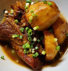 豚スペアリブと揚げ里芋の黒酢煮